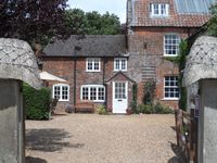 Fab cottage, wonderful gardens, v welcoming owners and great location for exploring Wiltshire