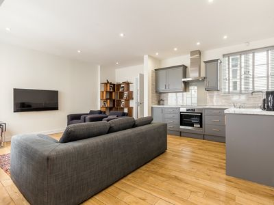 Photo for Fabulous 2 bed 2 bath with air con + garden