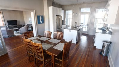 808 Bay Street - Recently renovated. Ideal location. Waterfront Park Views.