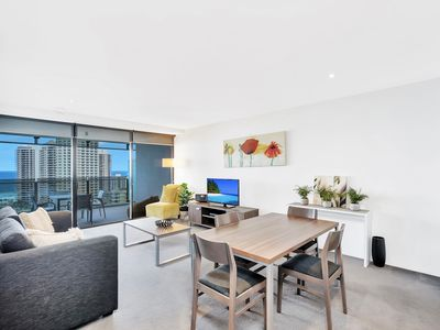 Photo for 1 bed + study Circle on Cavill Ocean View
