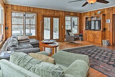 Book your ideal retreat in Woodstock at this lovely home!