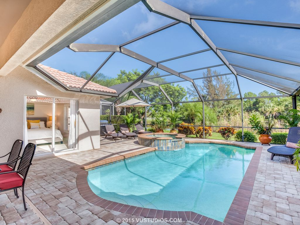Show virtual tour canal kitchen living room pool - The Expansive Pool Lanai Was Just Renovated With New Pavers And Tropical Plants