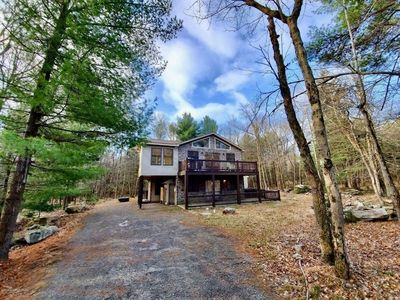 Fun for the whole family at this wooded retreat by lake & ski resorts!