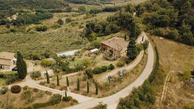 Photo for Rose, apartment in farmhouse at the gates of Chianti in Tuscany with swimming pool.