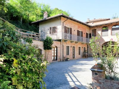 Photo for Apartment Dimora Cortese (CTZ160) in Castagnole Lanze - 2 persons, 1 bedrooms