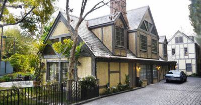 WARNER BROTHER'S ESTATE GUEST HOUSE, TENNIS COURT, KOI on 1.3 acre park grounds