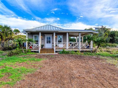 Photo for Beach walks a must, return to cozy Sea Oats Cottage and binge on Netflix!