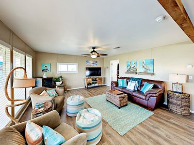 Gulf Getaway - All-Suite Harbor View Home w/ West Bay Views - Walk to Beach