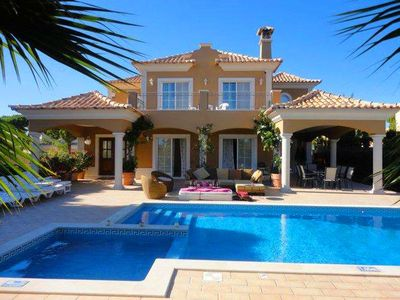 Photo for 5 bedroom Villa, sleeps 10 in Vale do Garrao with Pool, Air Con and WiFi
