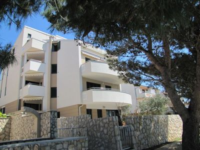Photo for Holiday apartment with air conditioning and seafront
