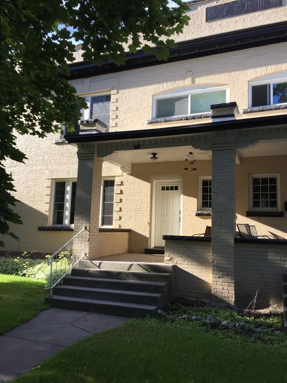 Fully Remodeled and conveniently located condominium ...