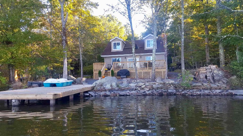 Beautiful lakefront on monroe lake in poconos east for Pa fishing license cost walmart