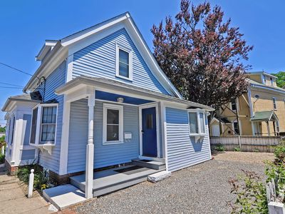 Boulevard Bungalow: Steps away from Gloucester's fabled Stacy Boulevard.