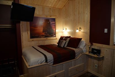 Queen size Captain's Bed in the alcove, just like in the tall ships of yore!