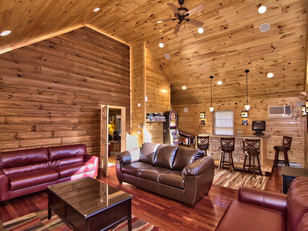 Log cabin 5bd 3ba hot tub pool table river fire pit for Log cabin with hot tub one night stay