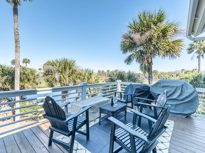 Photo for Lovely Fripp Island home with golf course views & expansive deck
