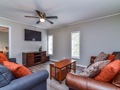 Photo for Sleeps 5 - Cozy mountain getaway in South Asheville close to downtown AVL