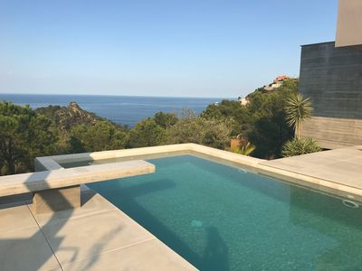 Photo for LARGE CONTEMPORARY VILLA WITHIN WALKING DISTANCE TO BEACH