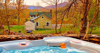 Romantic Cottage nr Woodstock- Hot Tub & Views!  Monthly Rates Now Available!