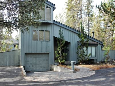 Photo for Located just steps from the Cardinal Landing Bridge, access to Deschutes River.