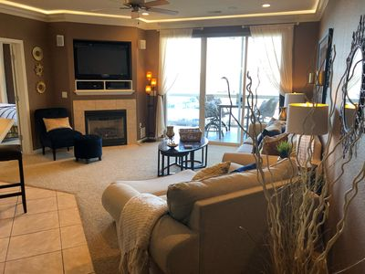 GORGEOUS TOP QUALITY CONDO W/BOAT SLIP & BEAUTIFUL LAKE VIEW AT LANDS END