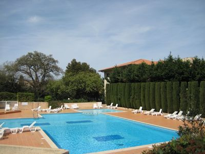 Photo for Pretty refurbished apartment with pool in the heart of St Tropez