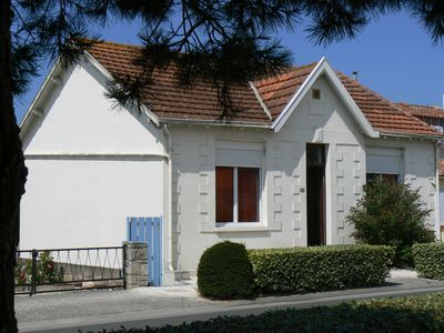 Photo for Traditional Chatelaillonnaise house, 2 bedrooms, large garden, 10 mn beach walk