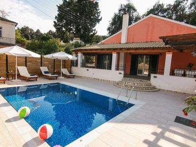 Photo for Lovely 3-bedroom villa with pool, close to San Stefanos resort