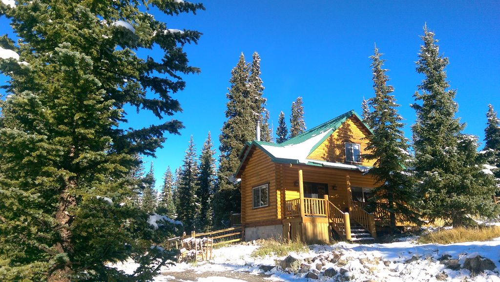 Secluded colorado log cabin with expansive mountain views for Mountain cabin rentals colorado
