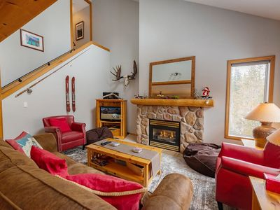 Photo for Spacious Stone Creek townhouse on the ski hill