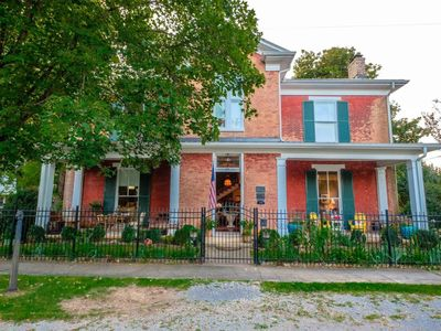 Childress House ~ Charming Historic Home Downtown