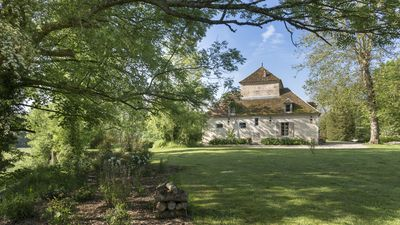 Photo for Le Pigeonnier Colbert - Charming cottage 4 ears - Chablis in Burgundy. jacuzzi