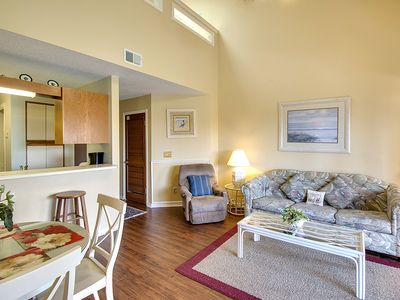 Photo for Cozy retreat close to beach, hosts shared pool & more - Snowbirds welcome!