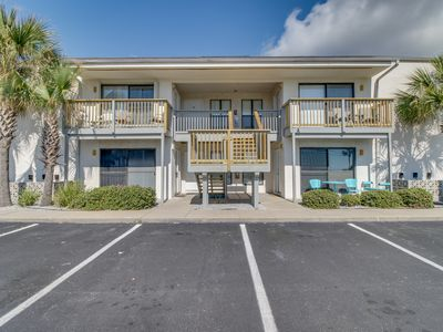 Photo for Conveniently located condo w/ shared pool & hot tub - walk to the beach!