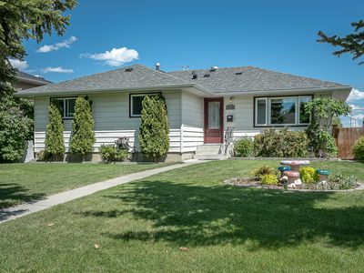 Photo for Beautiful Romantic Home, Close to Airport and Downtown