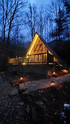A-FRAME LOG CABIN IN THE WOODS! -WIFI, HOT TUB, CREEK, VIEWS, FIRE PIT!