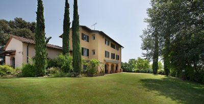 Photo for Private villa with pool for 12 guests walking to restaurant and 30min Florence