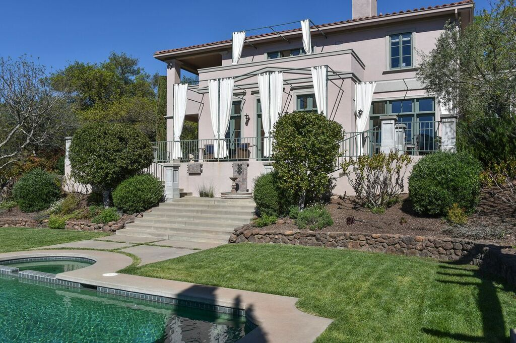 Modern Italian Villa Just Minutes From Downtown Sonoma And Glen Ellen