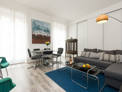 Photo for Lovely bright comfortable apartment at the foot of the port, Petit Nicois marshes