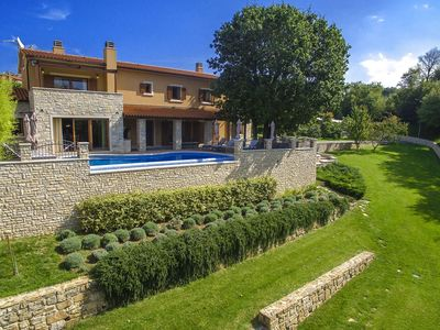 Photo for Luxury villa with private pool, tennis court and golf course near Labin and beach