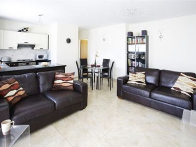 Luxury Penthouse Apartment. Free WI-FI and UK TV. Pool. Large veranda. Air Con.