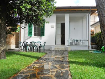 Photo for Beautiful private villa for 6 guests with WIFI, TV, pets allowed and parking