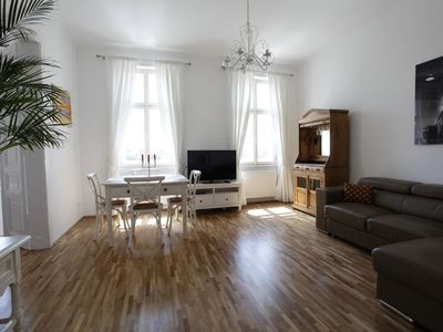 Photo for Sunny apartment right on the Augarten