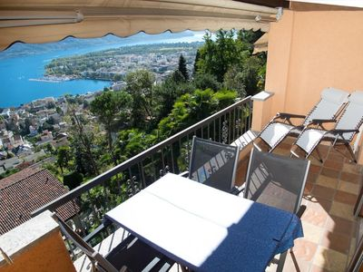 Photo for Charming 1.5-room apartment with beautiful lake view and private parking Mi