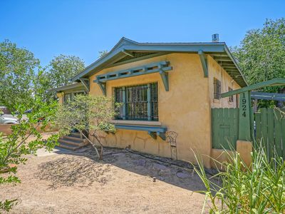 Photo for Historic Bungalow w/porch, King1bd/1ba, Walk to UNM
