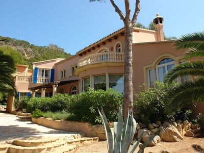 Photo for Secluded large villa with pool, minutes from the village and harbor,