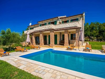 Photo for 4BR Villa Vacation Rental in Bencani, Istrien