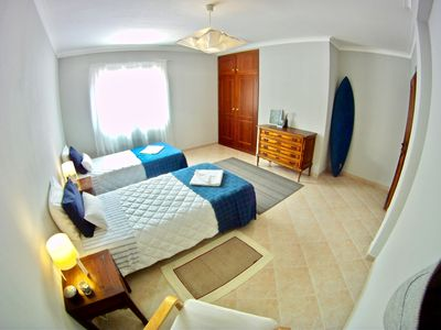 Photo for bright triple bedroom in front Supertubos beach