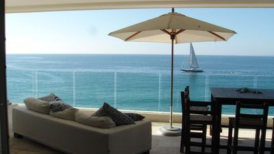 Amazing sandy beach front view, huge patio, close to down town luxury at best