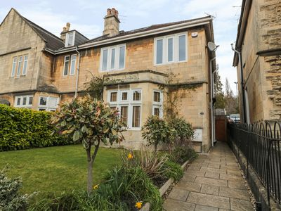 Photo for 33 CRESCENT GARDENS, family friendly in Bath, Ref 976724